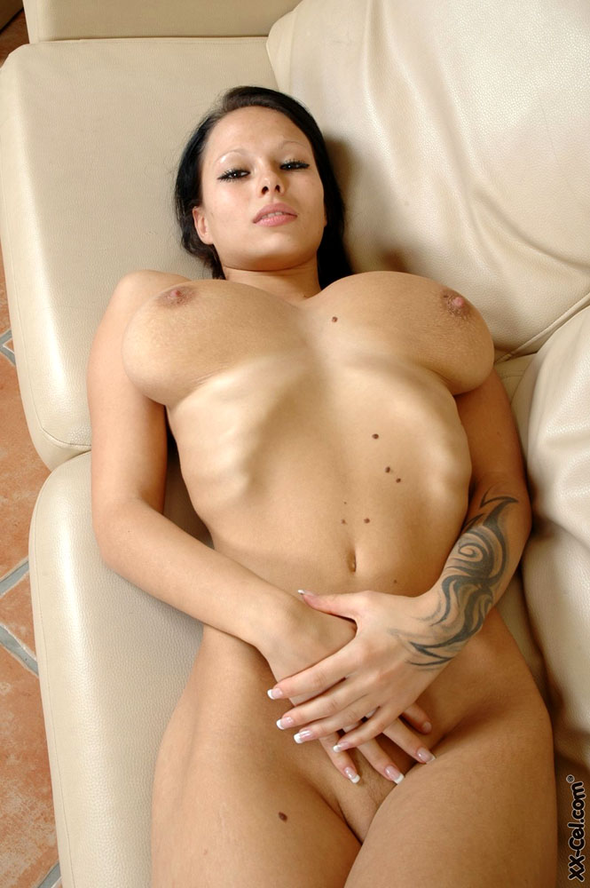 Teen nude fashion model